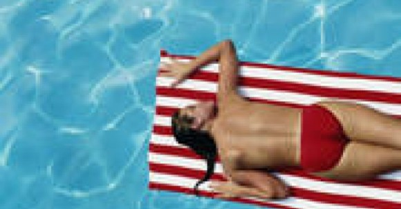 woman_sunbathe_swimming_pool_red_relax_sun_south