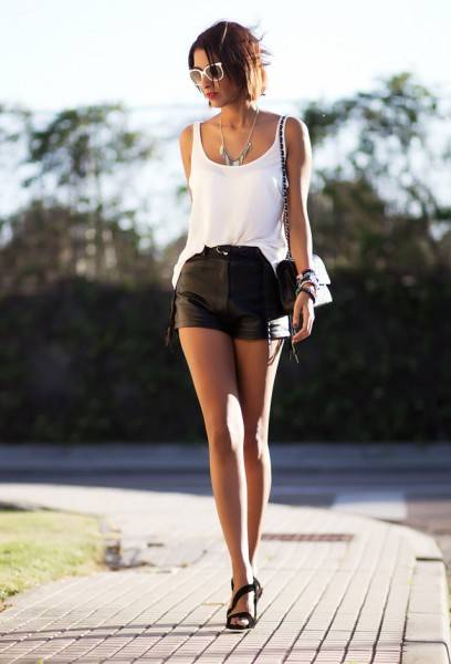 Comment-porter-mini-short-en-cuir