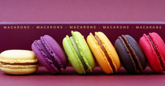 macarons_french_cakes_caramel_strawberry_chocolate
